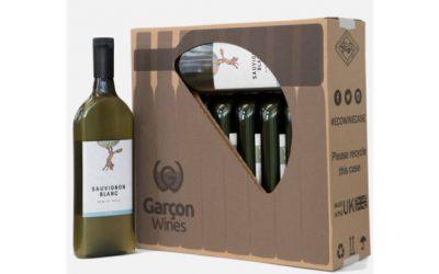 La bottiglia per vino piatta e sostenibile che riduce gli sprechi di spazio